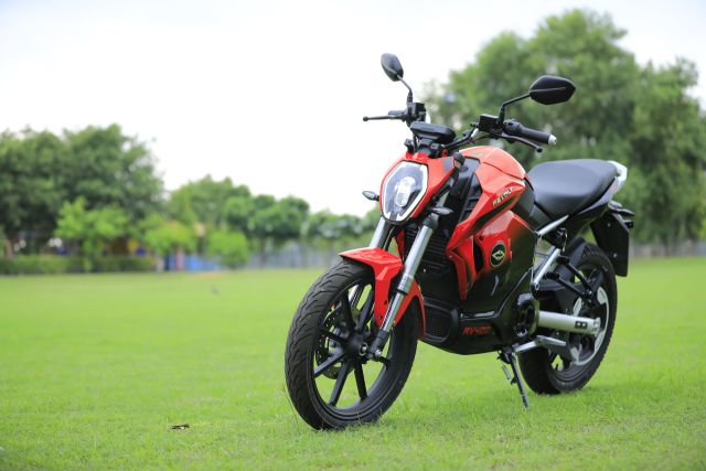 Revolt RV400 First Ride Review - The Silent AC/DC - Bike India
