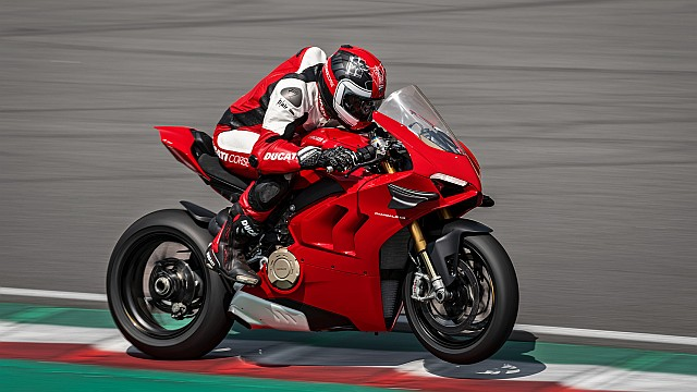 Panigale-V4-S-MY20-Red-Ambience-15-Gallery-1920x1080 WEB