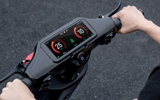 touchscreen display on Xiaomi A1 electric moped e-bike