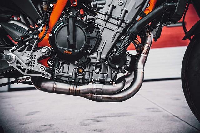 KTM 890 Duke R 2020 1 WEB