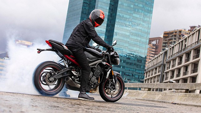 Street-Triple-R-Variant-Page---Gallery-1-1920x1080px WEB