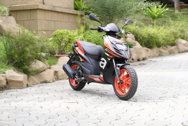 Action riding 2020 Aprilia SR 160 Race BS6