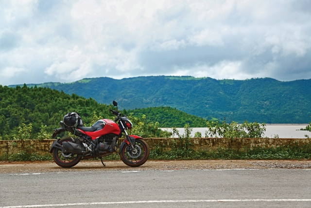 We are road-tripping again. This time we explore Odisha with Kalyani Potekar and the Hero Xtreme 160R