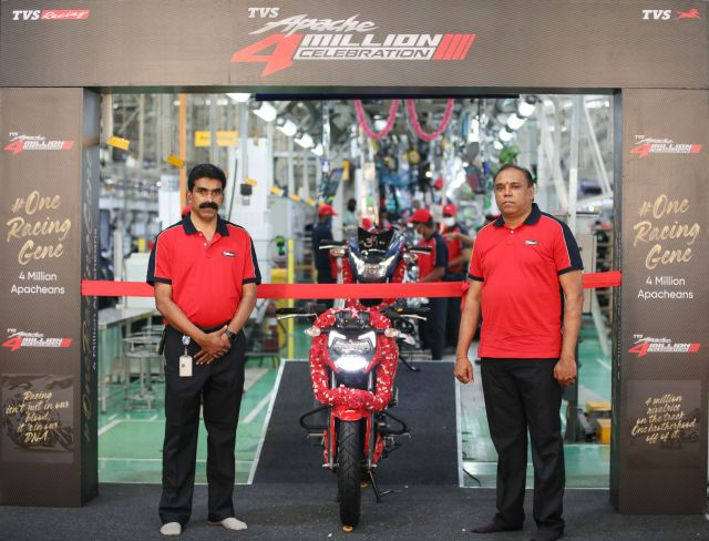 R) Mr. Meghashyam Dighole, Head - (Marketing) Premium Motorcycles, TVS Motor Company at the roll-out of the TVS Apache 4 million global sales milestone (1) WEB