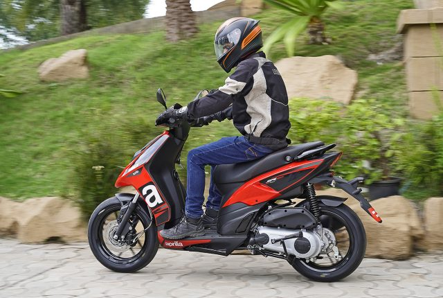 2020 Aprilia SR 160 BS6 ride action review red and black