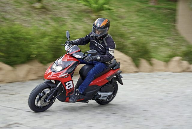 action 2020 Aprilia SR 160 BS6 riding picture first impression