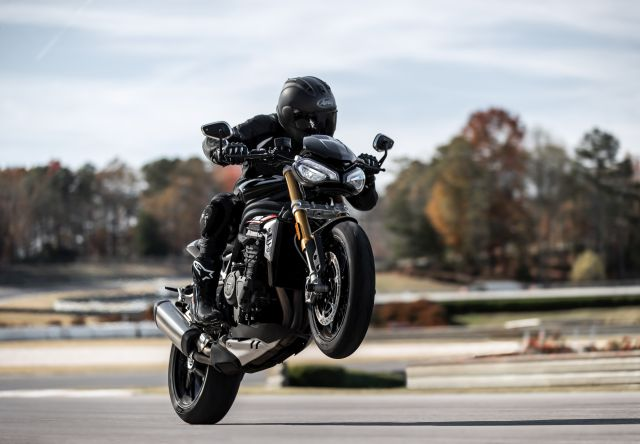 Speed Triple 1200 RS - Accessories Riding 2 WEB