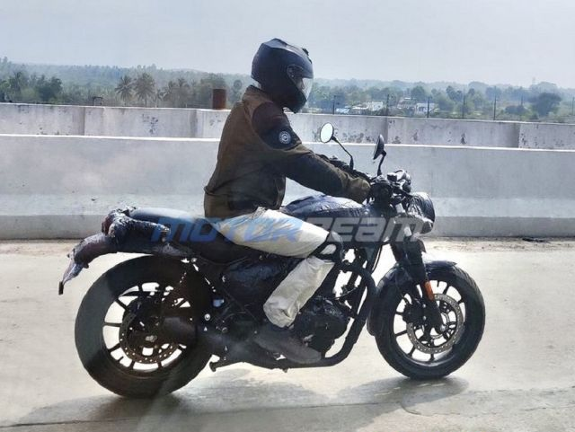 Royal-Enfield-Hunter-Spotted-1 WEB