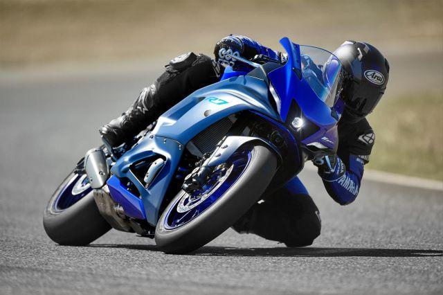 Yamaha R7 1 WEB